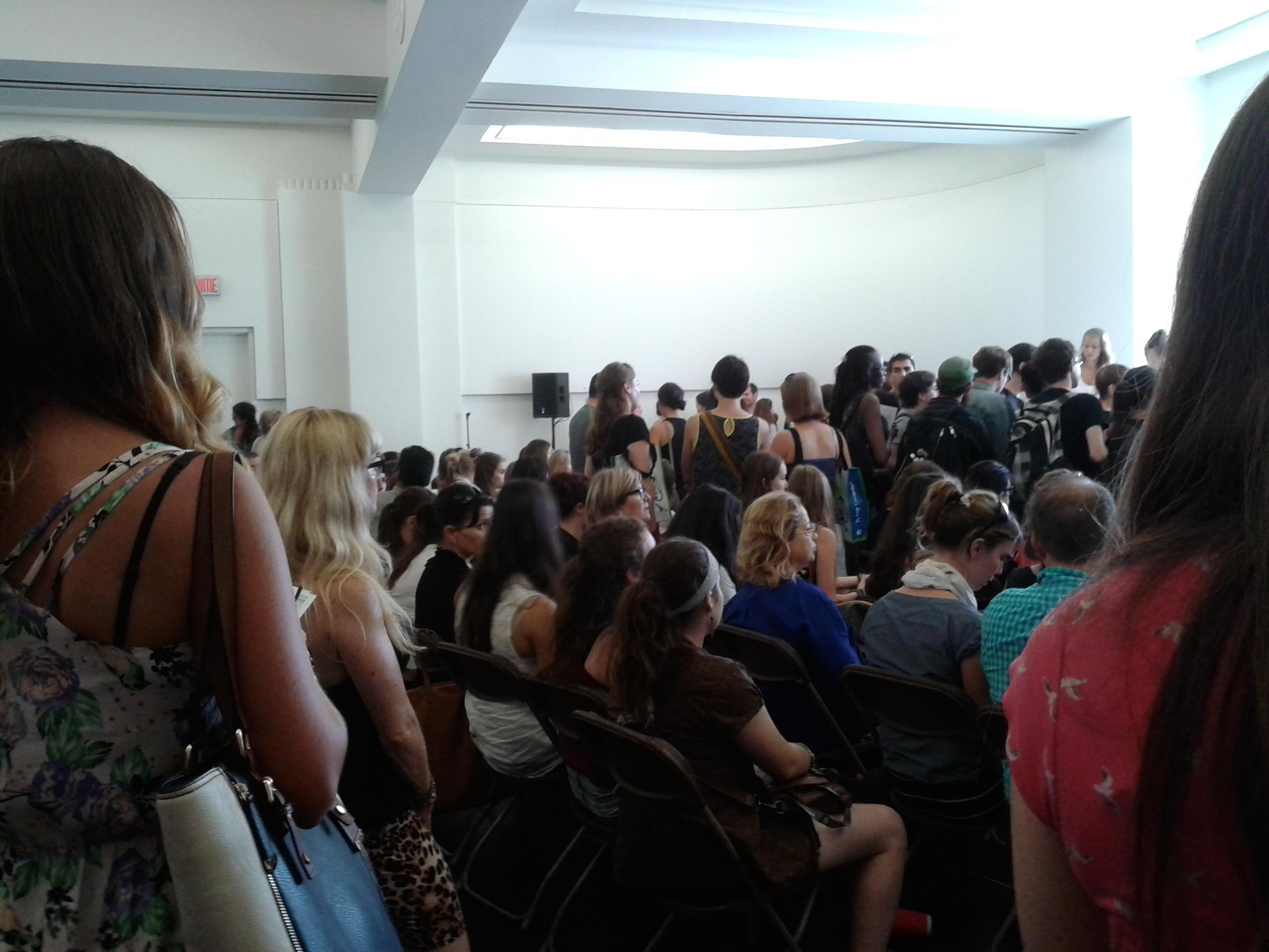 Quand je dis que la salle était pleine, c'est pas des blagues!