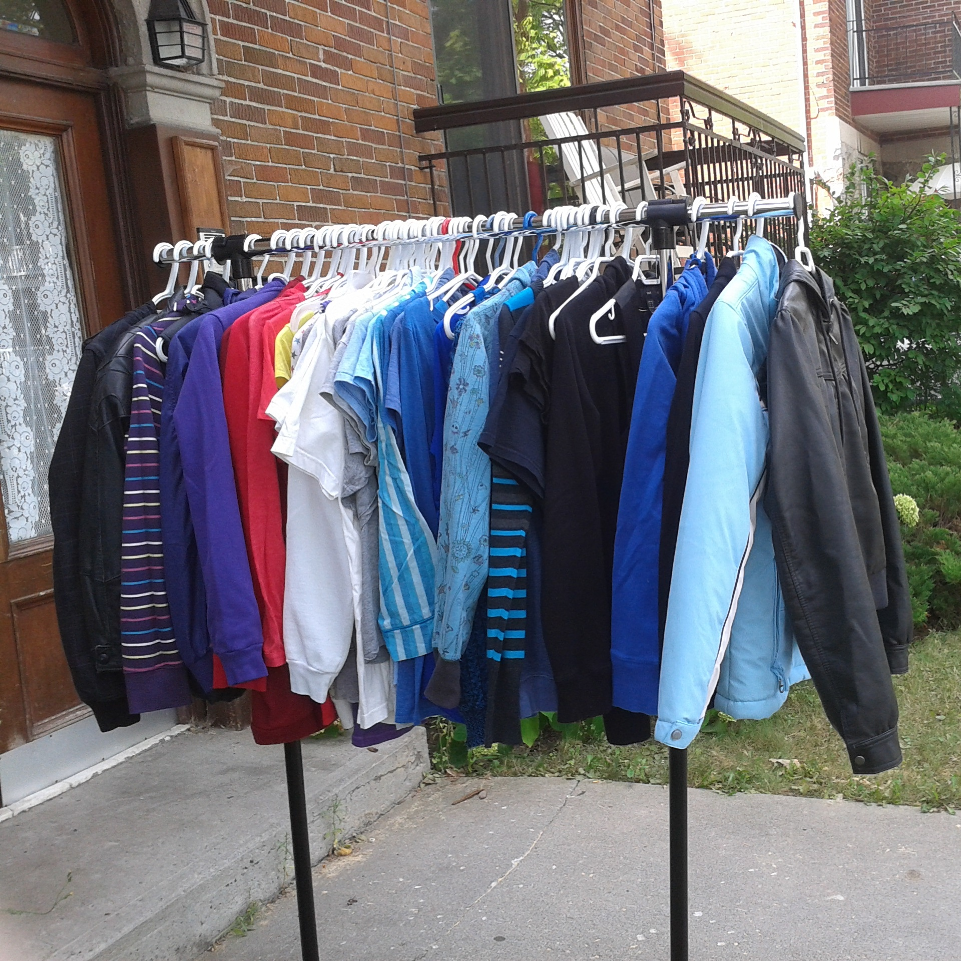 Et un peu plus de la moitié de tous ces vêtements!