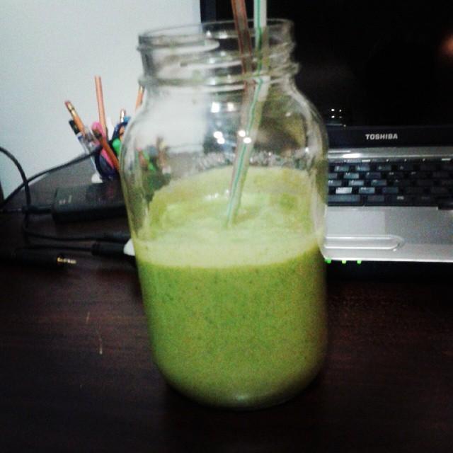 smoothie vert banane épinards beurre arachide vegan