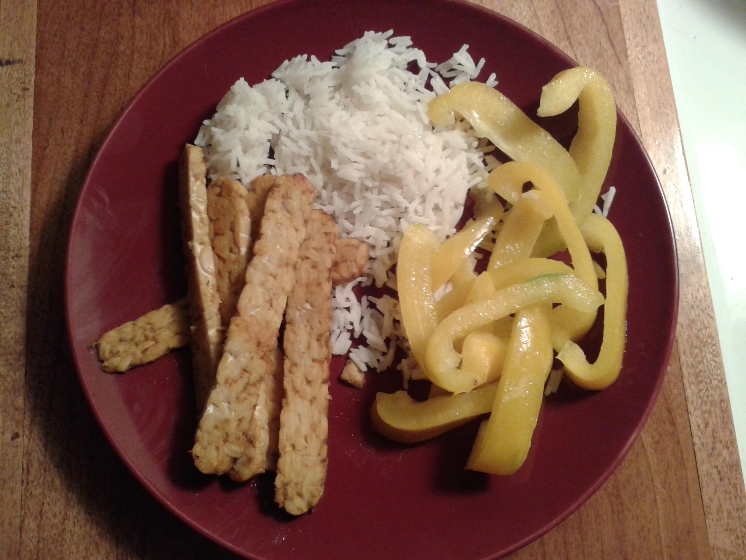 Servi avec un restant de riz basmati et du poivron jaune sauté.