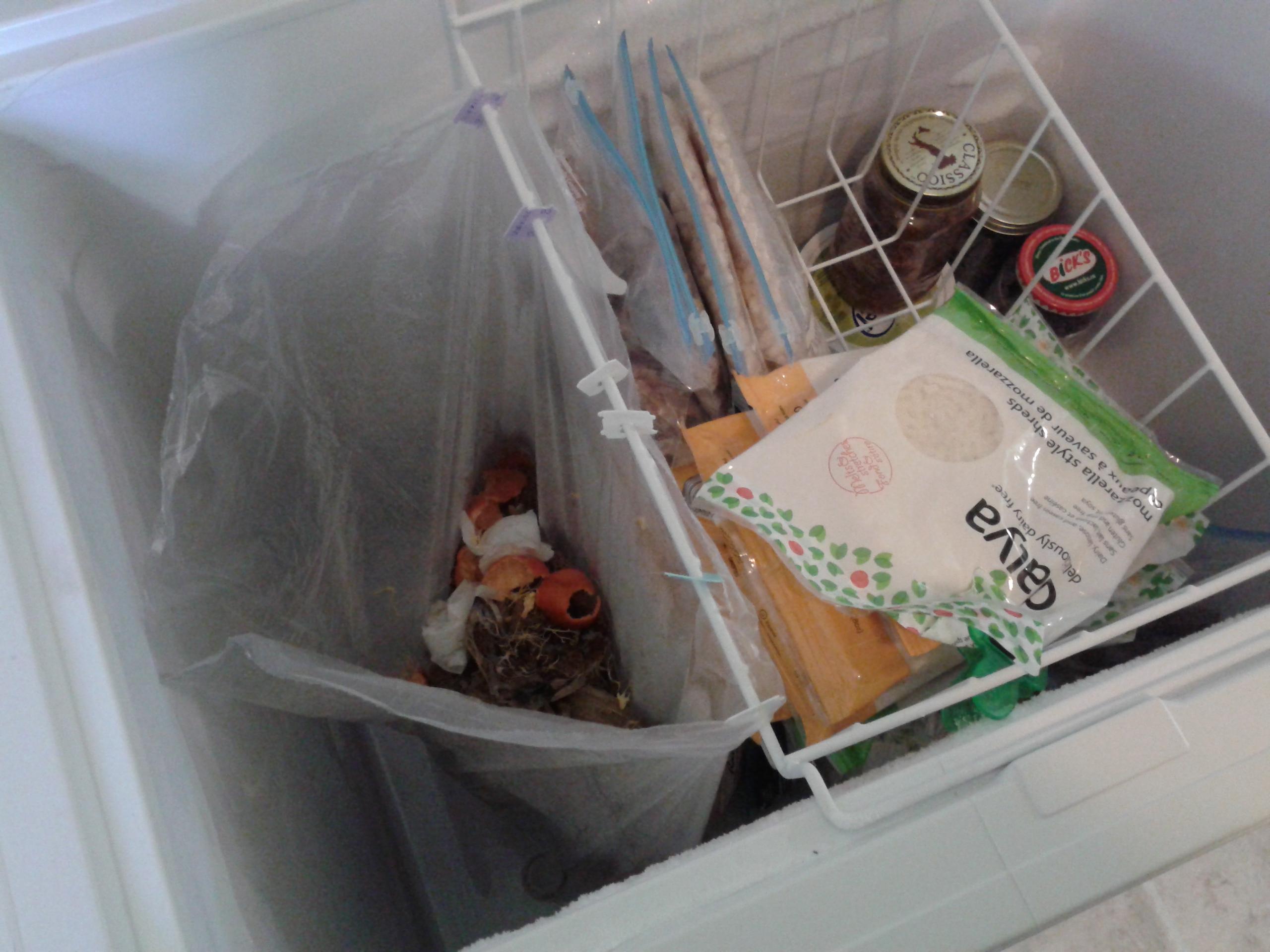 Du coup, j'ai réutiliser quelques attaches de sacs de pain! Et oui, le Daiya était en spécial récemment. ;)
