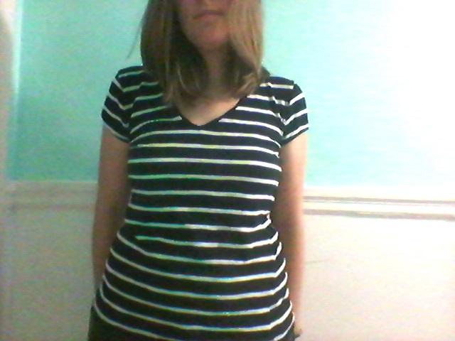 Un t-shirt rayé.
