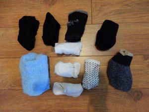 10 paires de bas (chaussettes).